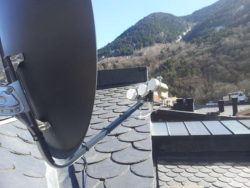 Satellites Dish pour le troisiè